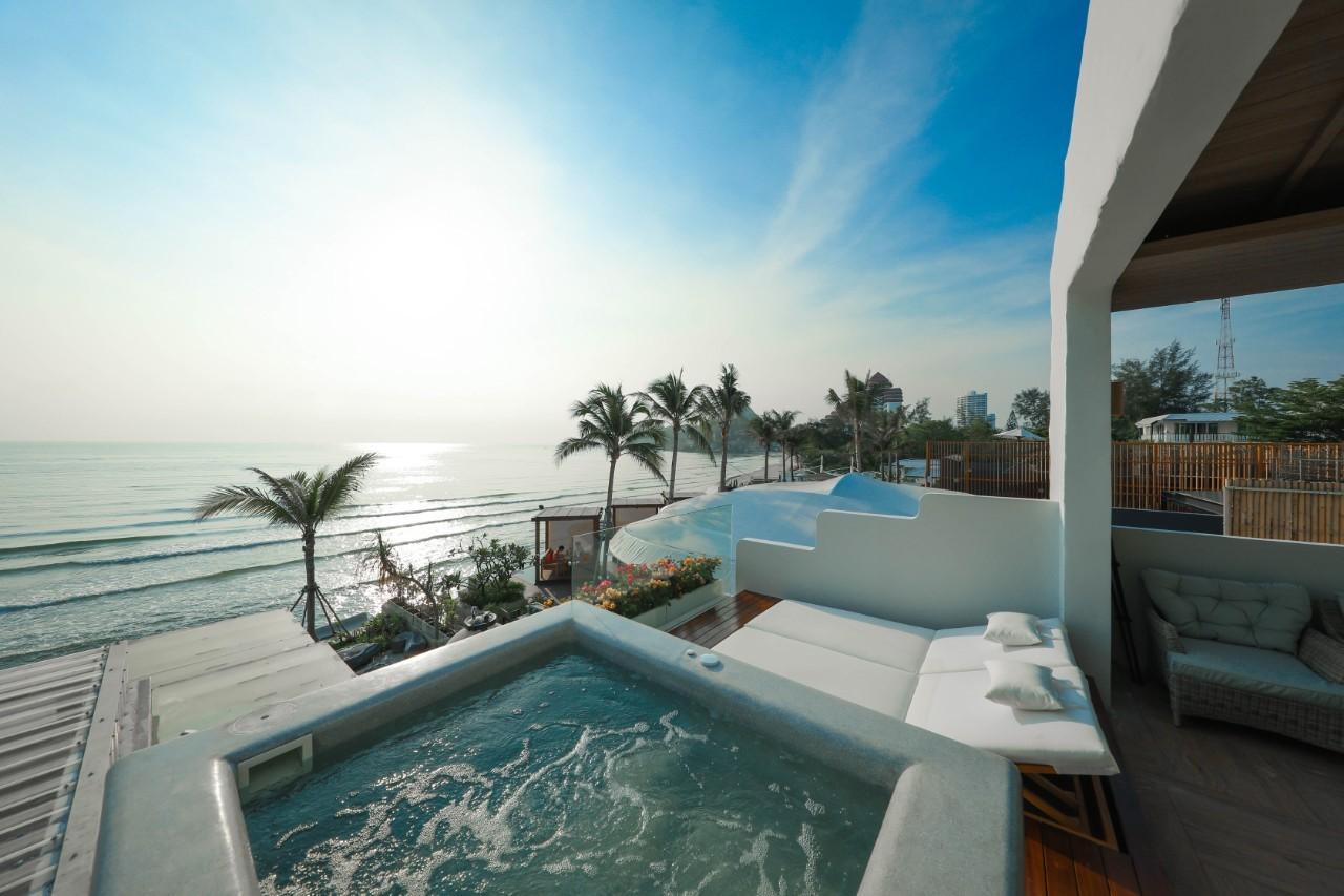 Beach-Front-Jacuzzi-Suite05